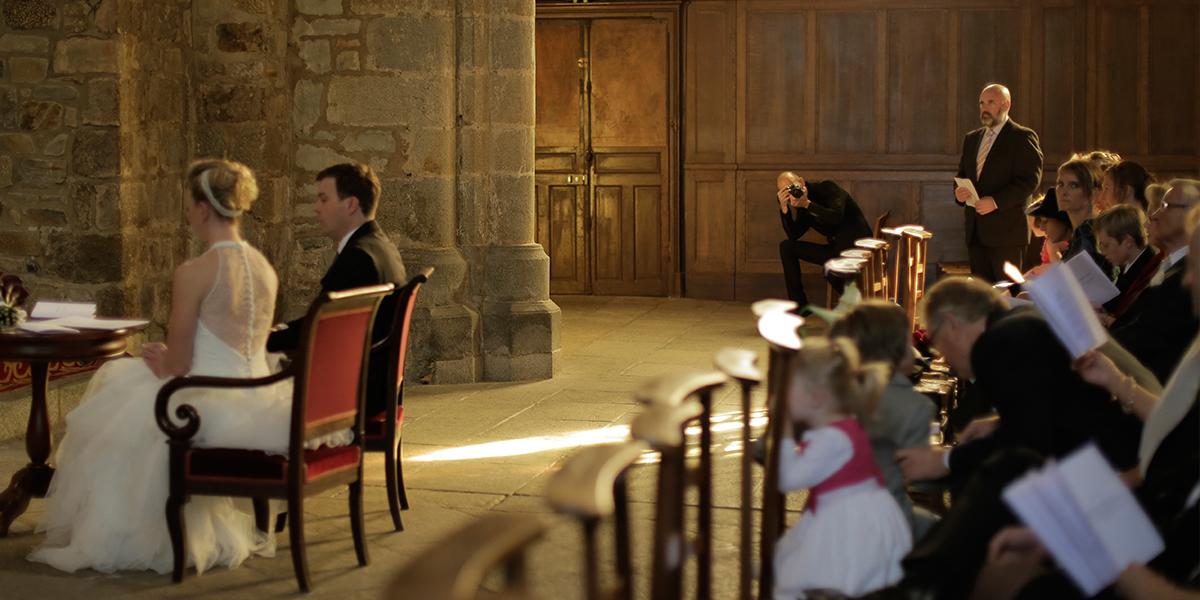 Jérôme Berthelot, wedding planner supervisant le bon déroulé d'une cérémonie de mariage